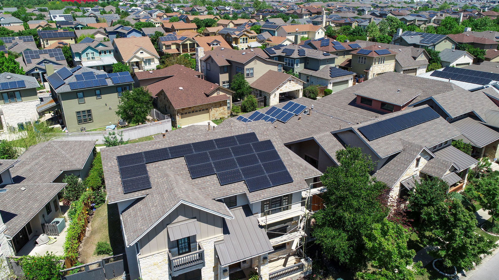 <h4>Homes Go Solar</h4><h5>Our Homes Go Solar campaign is urging state leaders to make solar standard on all new homes — because every new home built without solar panels is a missed opportunity to reduce pollution and leave our children a more livable planet.</h5><em>Roschetzky Photography via Shutterstock.com</em>